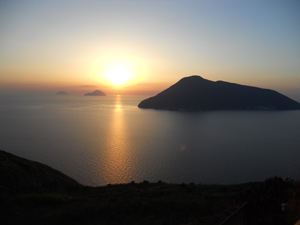 tramonto sulle Eolie